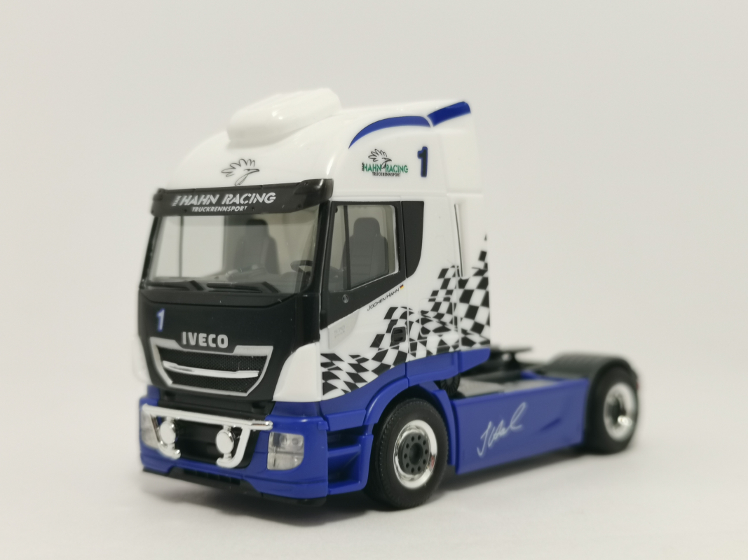 "309639  Iveco Stralis Highway XP Zugmaschine ""Hahn Racing"" Herpa"