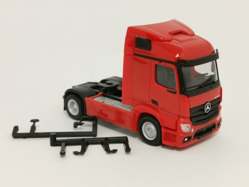 309899  Mercedes-Benz Actros Streamspace 2.3 Zugmaschine 2-achs, rot Herpa