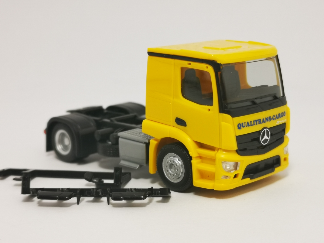"Mb Actros Classicspace 2,3 Zugmaschine  ""Qualitrans Cargo"" Herpa"