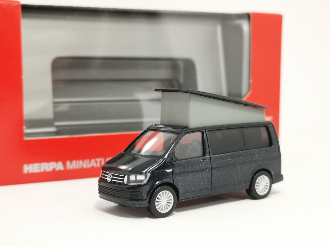 038744  VW T6 California starlight blue metallic Herpa