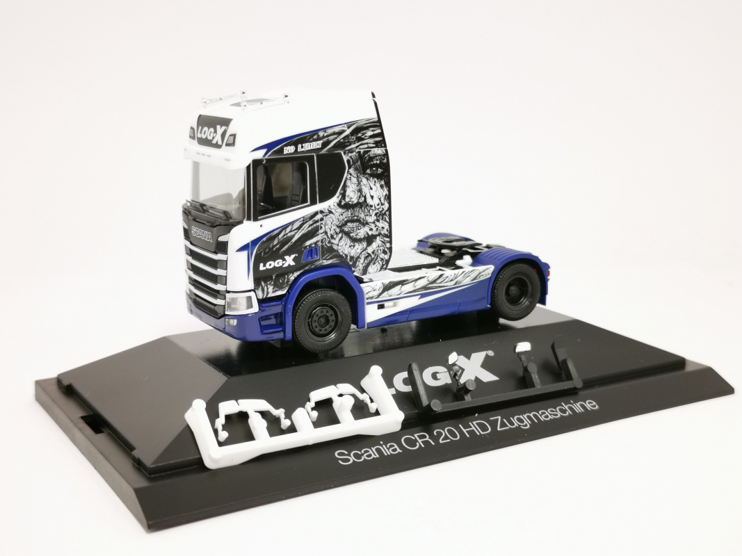 "111034 Scania CR 20 HD Zugmaschine ""Log-X / No Limit"" (CZ) Herpa"
