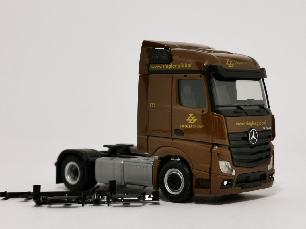 "Mb Actros Streamspace Zugmaschine  ""Ziegler Group"" Herpa"
