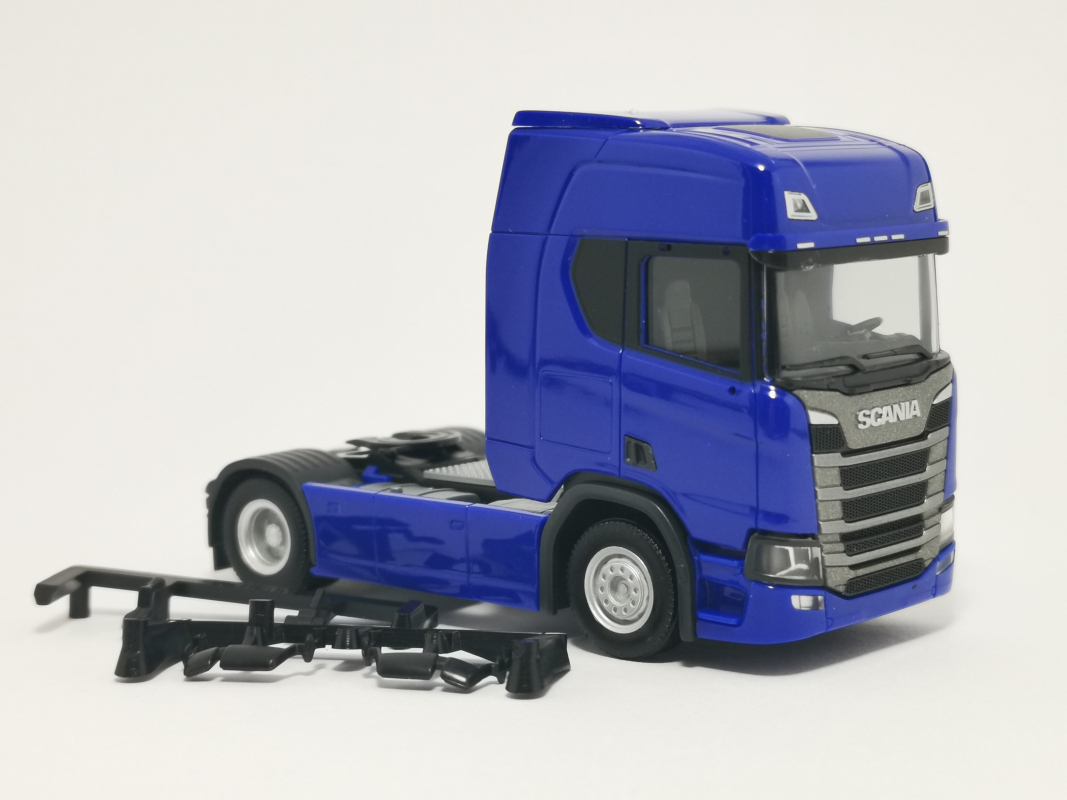 307185 Scania CR20 HD Zugmaschine, ultramarinblau 002 Herpa