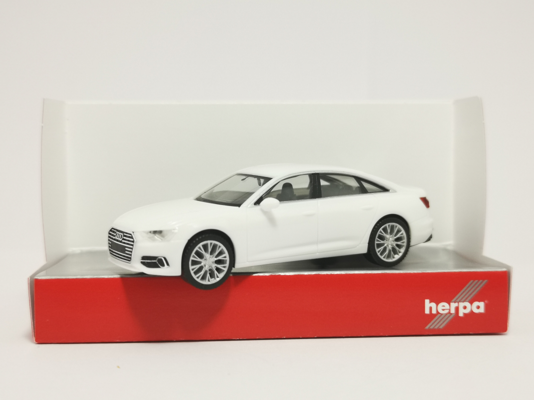 420297-002 Audi A6 ® Limousine, ibisweiß Herpa