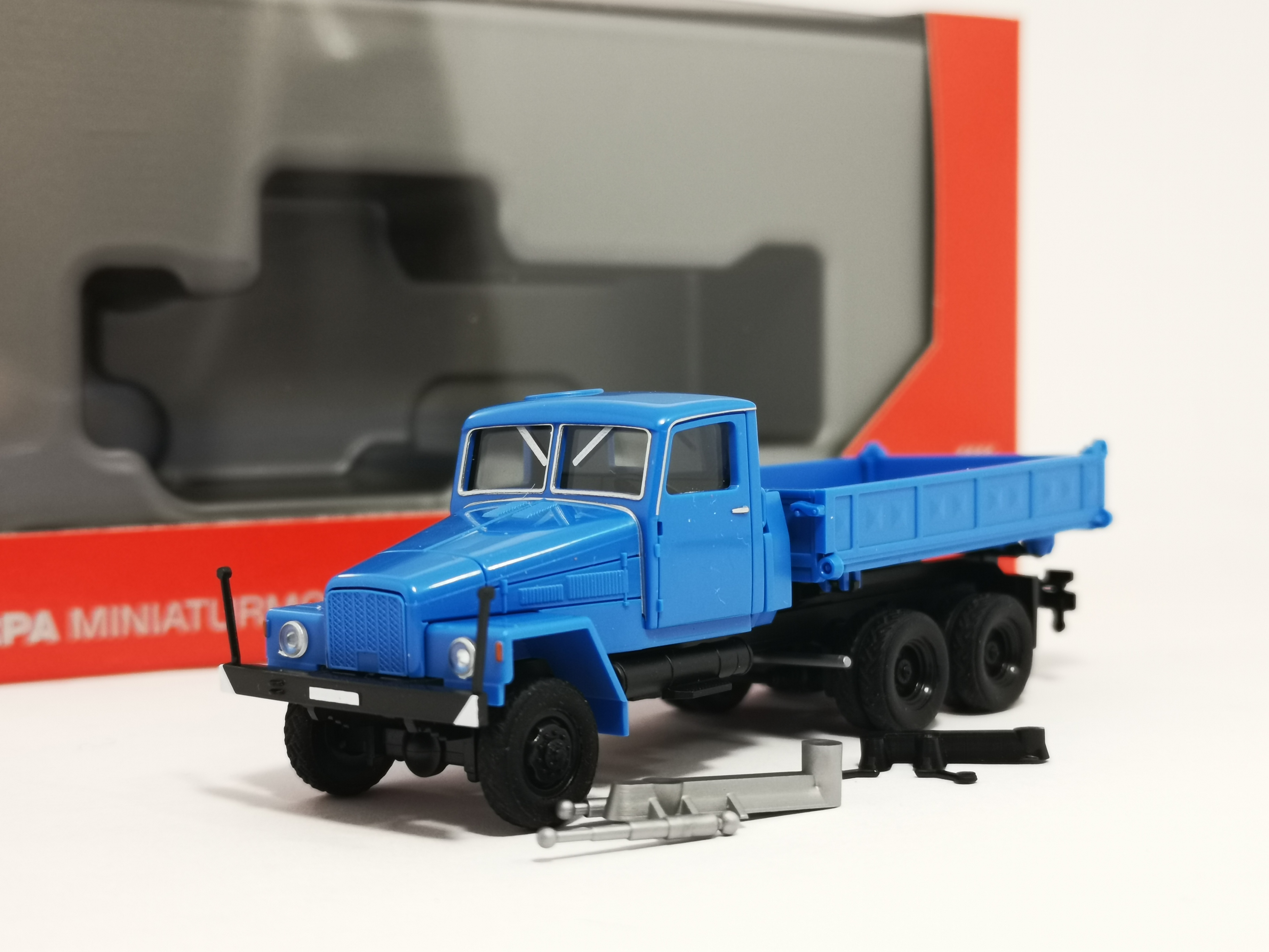 Herpa 308670 IFA G5 Dreiseitenkipper blau