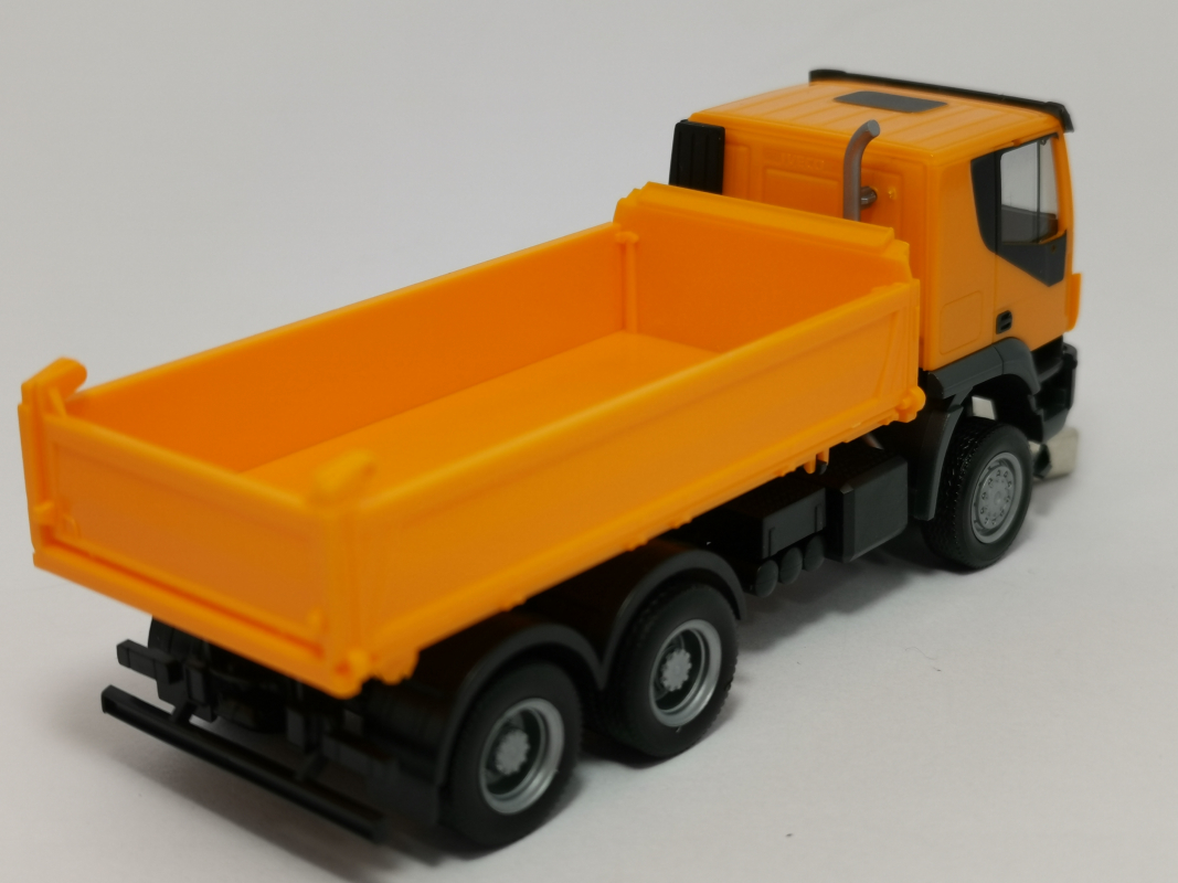 309998  Iveco Trakker 6x6 Baukipper-LKW, orange Herpa