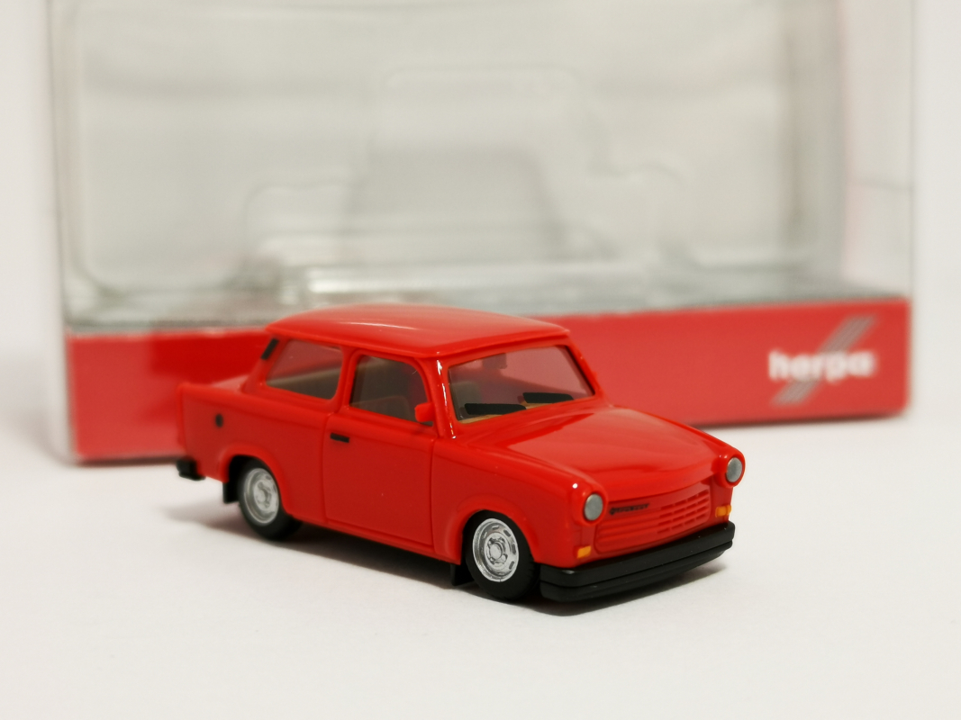 027342-003 Trabant 1.1 Limousine, indianred Herpa